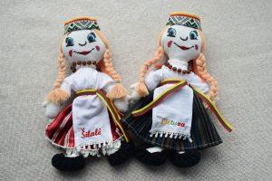 Autentiškos rankų darbo lėlės su tautinių kostiumu